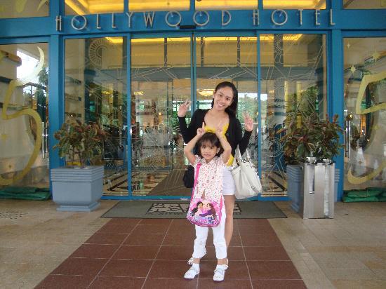 โรงแรมดิสนีย์ ฮอลลีวู้ด ฮ่องกง: at the main entrance