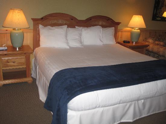 Spruce Point Inn Resort and Spa: King Bed
