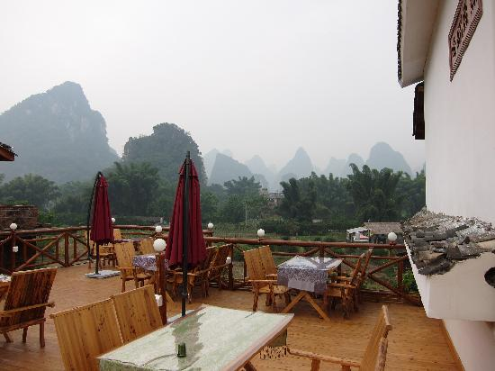 ‪‪Yangshuo Phoenix Pagoda Fonglou Retreat‬: Restaurant on the roof‬