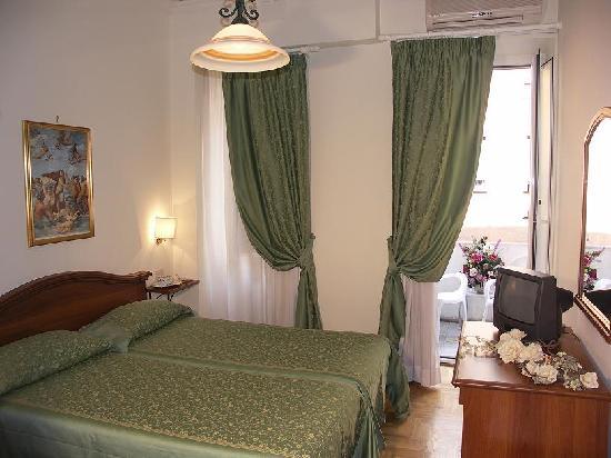 San Michele a Porta Pia Bed & Breakfast : bedroom / camera