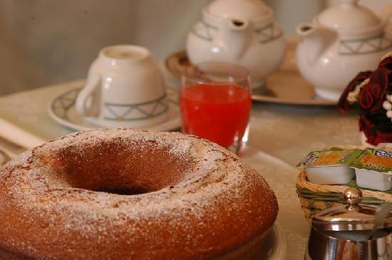 San Michele a Porta Pia Bed & Breakfast: ciambellone