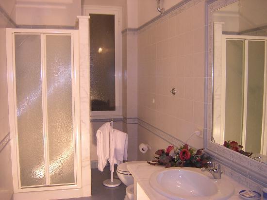 San Michele a Porta Pia Bed & Breakfast : bathroom / bagno