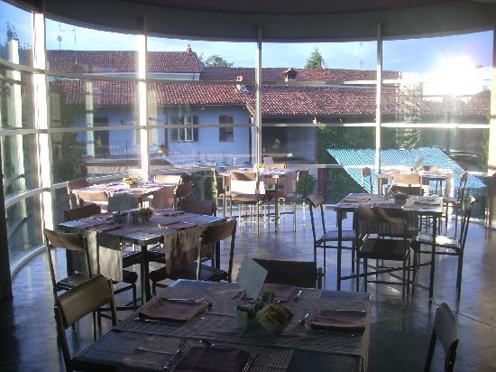Osteria Murivecchi: l'edificio dell'osteria visto dal lounge bar dell'hotel