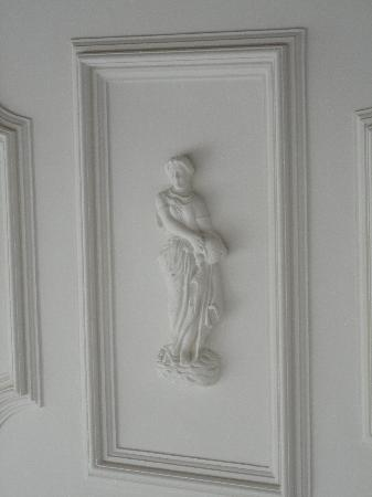 Iolani Palace: porch ceiling carving