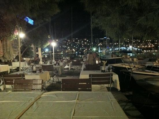 Orsan Yachting Club Restaurant: Orsan at night