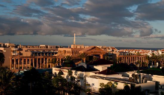 Aparthotel Parque de la Paz: sunrise over Las Americas