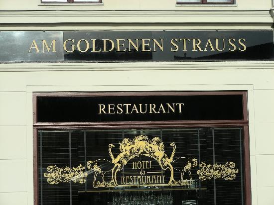 """AKZENT Stadthotel """"Am Goldenen Strauss"""": Außenansicht"""