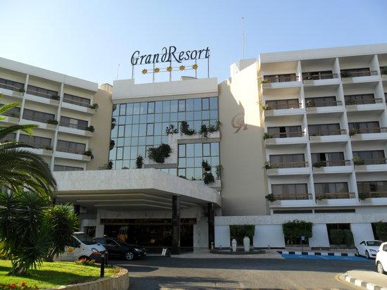 GrandResort: Hotel facade