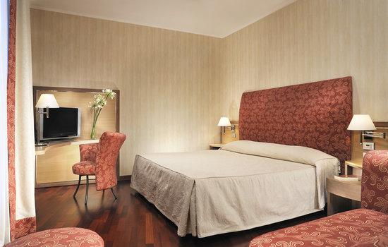 폴리 호텔