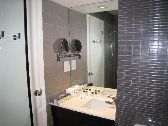 Rendezvous Hotel Melbourne: 洗面所