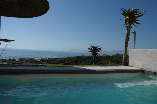 Crayfish Lodge Sea & Country Guest House : View from the Pool