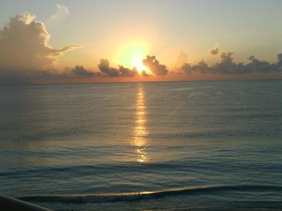 Sun Palace: Sunrise on our 1st morning