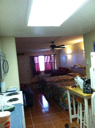 Sea Breeze Suites: galley kitchen, full fridge, stove/oven, dishes