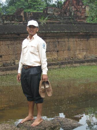 Angkor Guide Sopanha Private Tours: Sophana at the Bantaey Srei