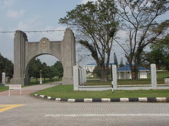 Grand Palace Park (Istana Besar): 閉鎖されていた入口