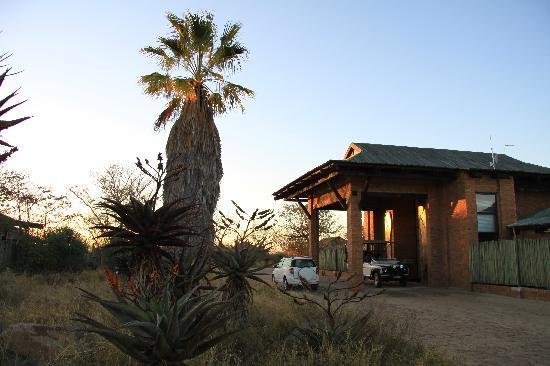 Baobab Ridge: Der Haupteingang im Sonnenaufgang