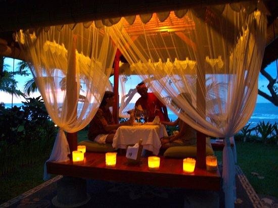 Puri Dajuma Cottages: Romantic diner Dajuma restaurant www.dajuma.com