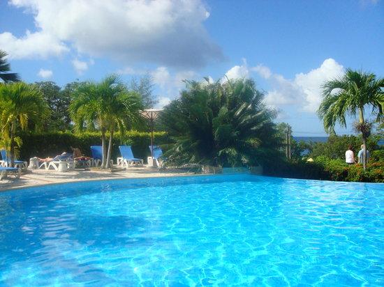 Sainte- Anne, Martinique : la piscine
