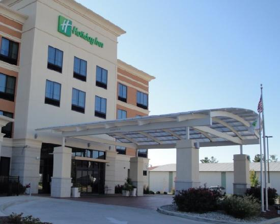 Holiday Inn St. Louis-Fairview Heights: Front view