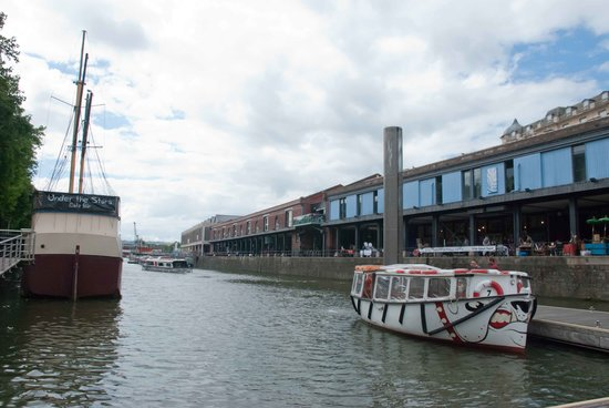 Inghilterra, UK: There are lots of shops on the waterfront