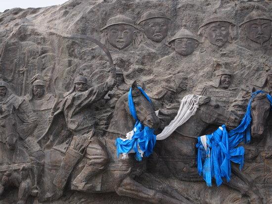 Zhenglan Qi, China: Kublai Khan statue...