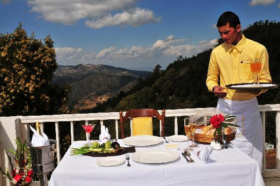 Dhanachuli, India: Enjoy a late breakfast in clouds.