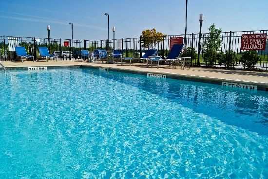 TownePlace Suites Rock Hill: Take a Dip!