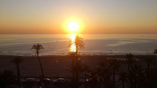 sale el Sol en Peñíscola-8:30 am.Desde la habitacion panoramica Papa Luna