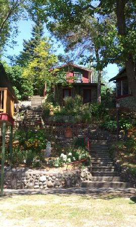 The Retreat at Miller's Landing : Stairs up to the quaint bungalows at the Retreat