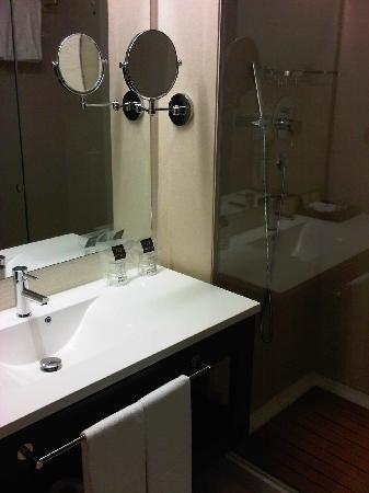 Hotel Baia Luanda: Bath
