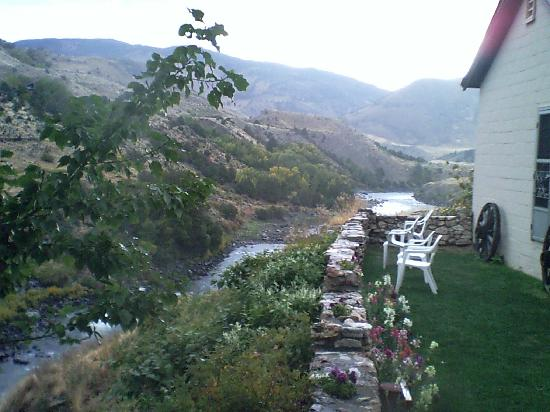 "Yellowstone River Motel: ""backyard"""