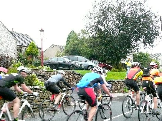 The Willows Bed & Breakfast: 2011 - Cyclocross passing The Willows, Horton-in-Ribblesdale