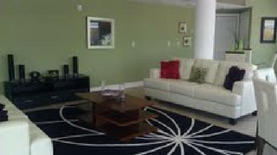 Crystal Palms Beach Resort: Family Room