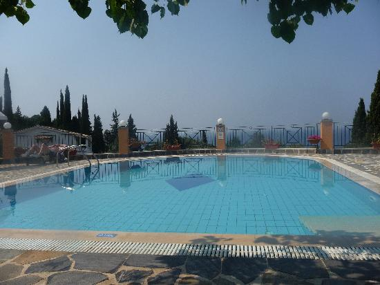 Dina's Paradise Hotel & Apartments: What more could you wish for??