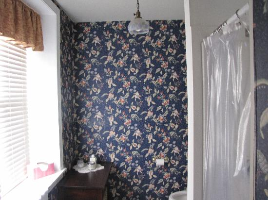Cornerstone Bed & Breakfast: Philadelphian - the bathroom