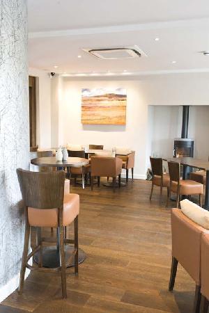 315 Bar & Restaurant: Casual Bar Dining Area