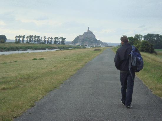 Hotel Le Beauvoir : a nice summers walk to the Abbey