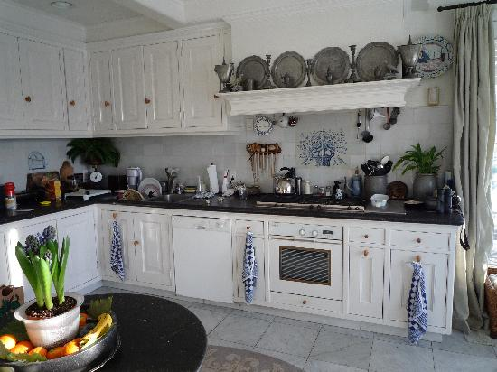 Hidden Valley Bed & Breakfast: Kitchen