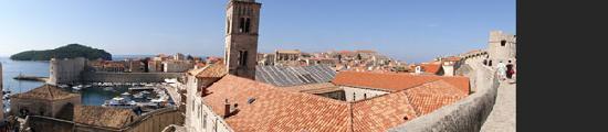 กำแพงเมืองโบราณ: From the top of the walls looking towards the sea