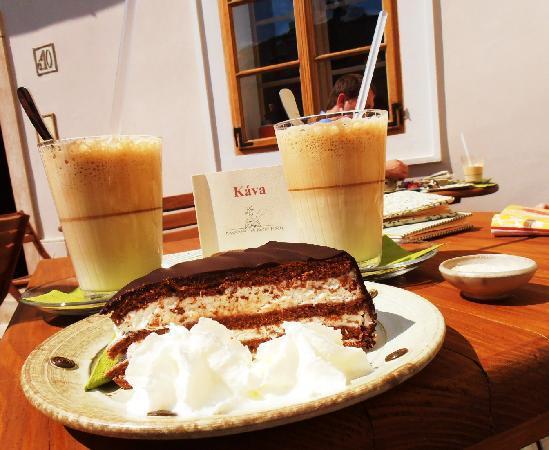Kavarna na kozim placku : the coffee
