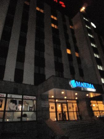Maxima Slavia: Hotel picture taken in night