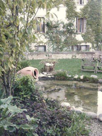 Villa Ines: Fountain in the garden
