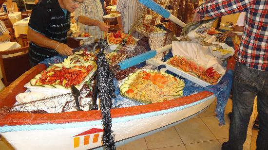 Ohtels Vil.la Romana: Seafood Night