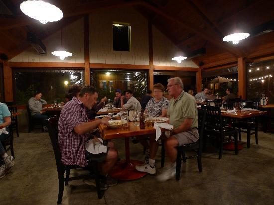เอเวอร์กรีนลอดจ์ แอท โยเซมิตี:: Action in the outdoor dining room