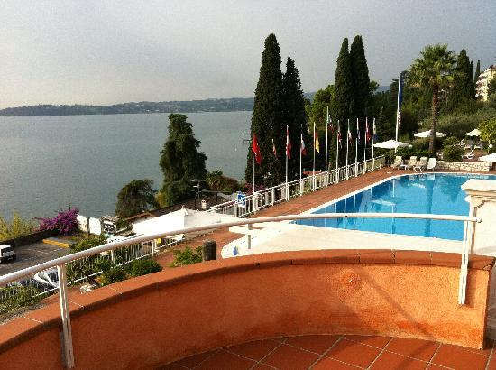 Hotel Villa Florida: The view of the pool and lake