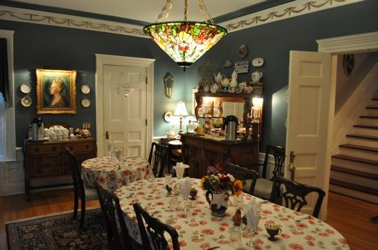 A B&B at The Edward Harris House Inn & Cottages: the dining room