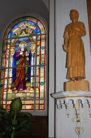 Eglise Saint-Jean-Port-Joli: Stained Glass Window & Carved Saint