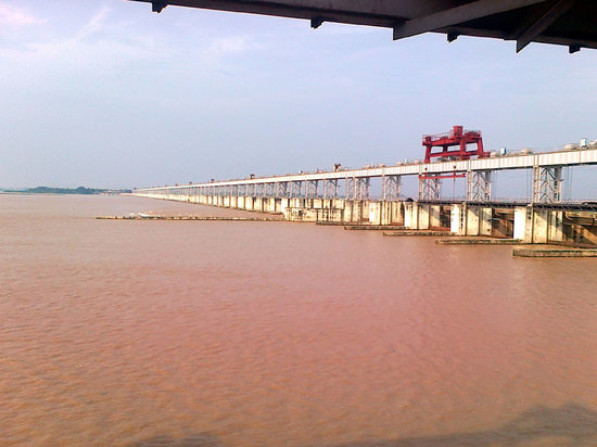 Cuttack, India: Mahanadi Barrage water impounded side