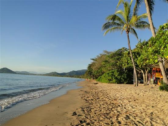 Paradise On The Beach Resort Palm Cove: .der Strand vor dem Hotel...