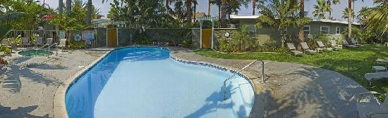 Ocean Palms Beach Resort: Heated Pool and Jacuzzi